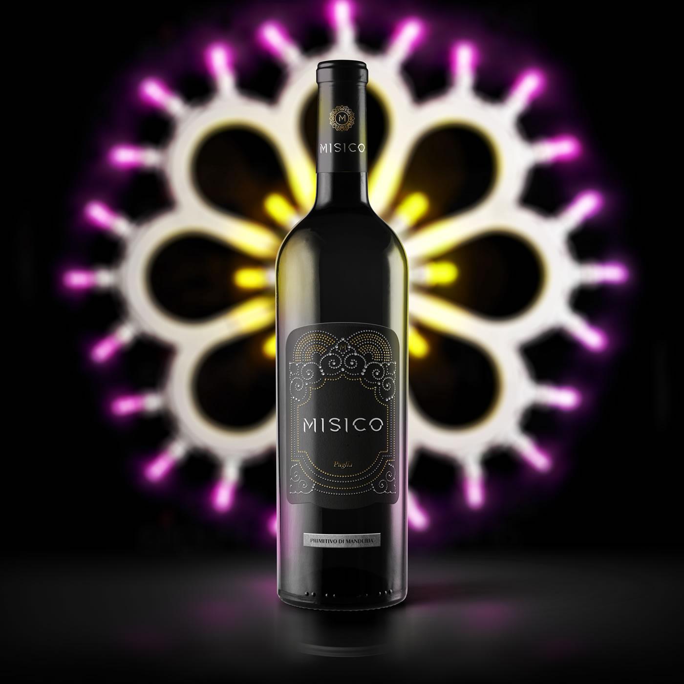 Classic-And-Burgundy-White-Wine-Bottle-Mockup copia